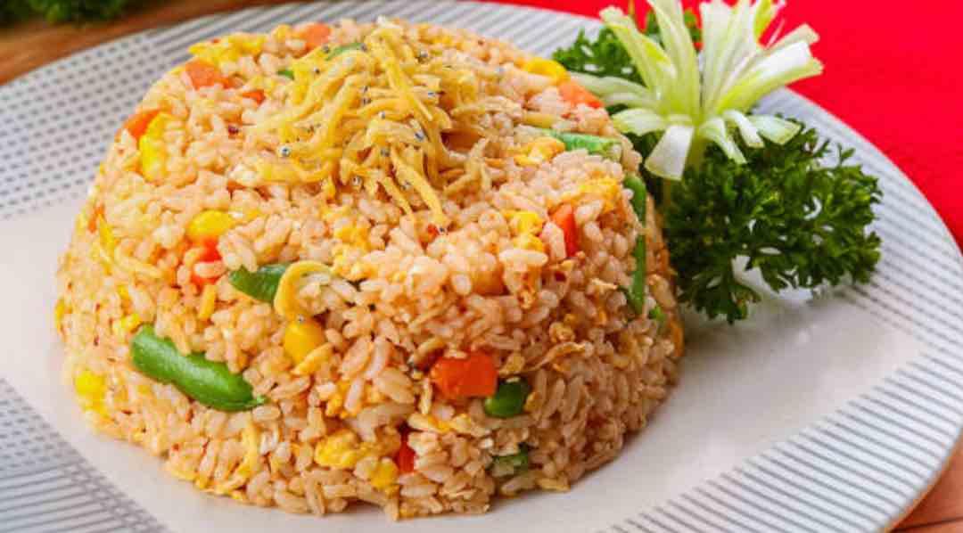 Memasak Nasi Goreng di Rice Cooker