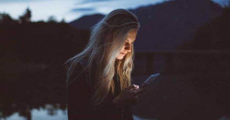 Chat Yang Bikin Pasangan Tersenyum Bahagia