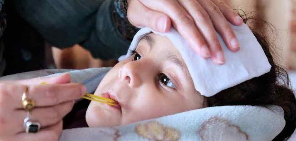 Kompres Air Panas Saat Anak Demam