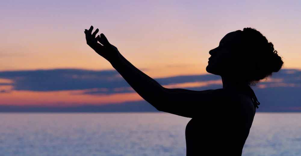 Melakukan Meditasi Secara Rutin