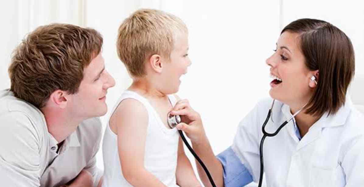 Membawa Anak Yang Demam Ke Dokter
