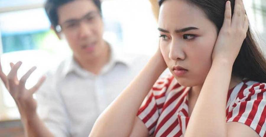 Bersikap Posesif Terhadap Pasangan
