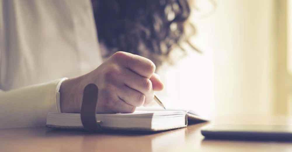 Mencurahkan Isi Hati Kedalam Surat