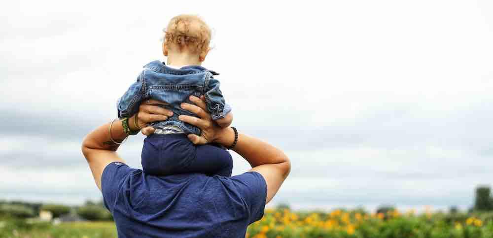Kehangatan Ayah Kepada Anaknya