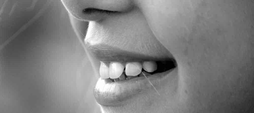 Senyum Adalah Tanda Seorang Sedang Tertekan