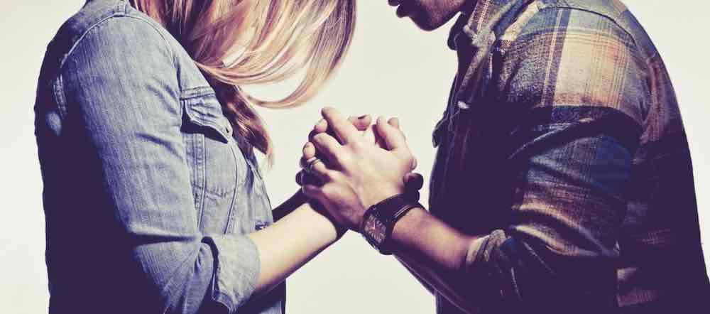 Jangan Memaksa Pasangan Berpindah Keyakinan