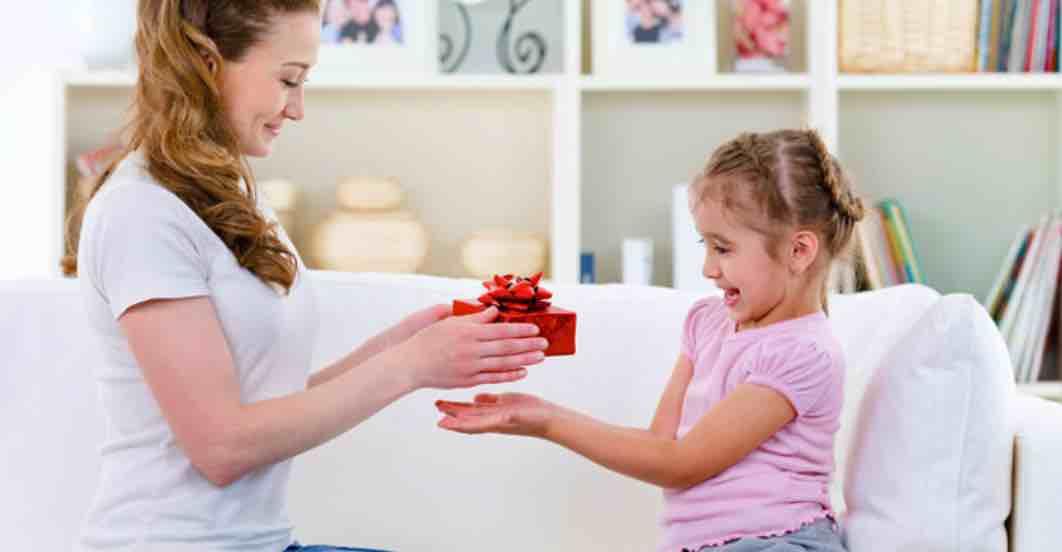 Memberikan Hadiah Untuk Anak