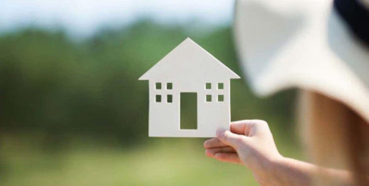 Mengontrak atau Membeli Rumah