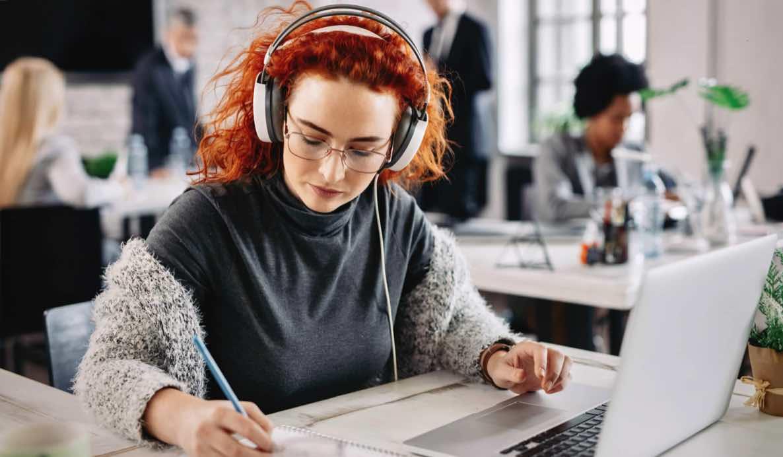 Menyalakan Musik Ketika Bekerja