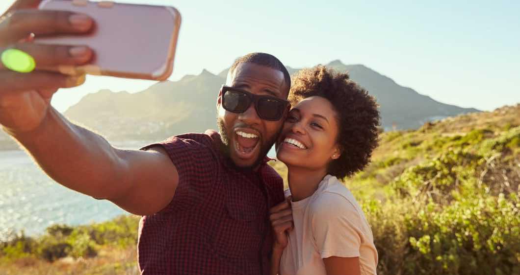 Mengumbar Kebersamaan di Media Sosial