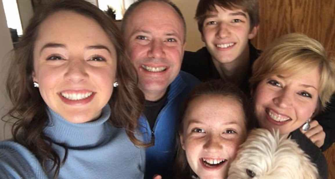 Memperhatikan Pasangan Dengan Keluarganya