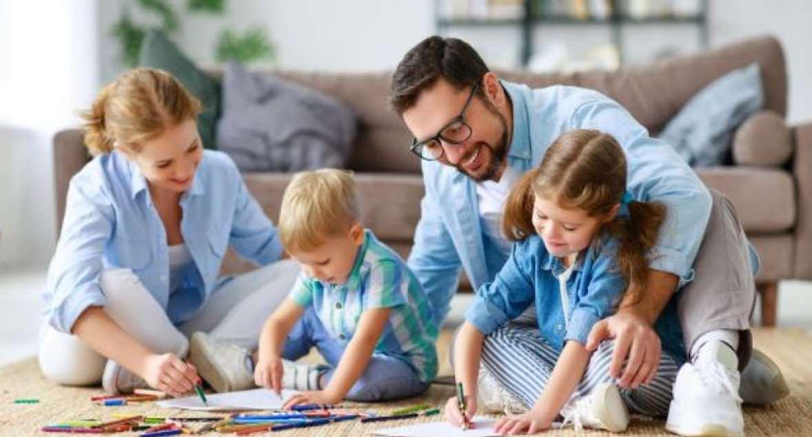 Membantu Keluarga di Rumah