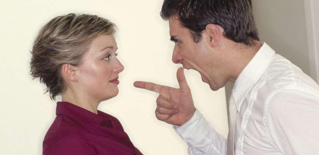 Perkataan Kasar Suami Melarang Istri Bekerja